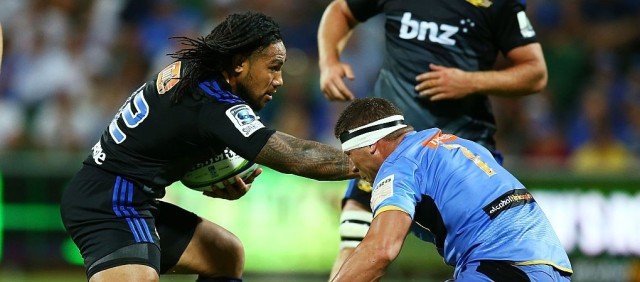 Ma'a Nonu fends off Brynard Stander