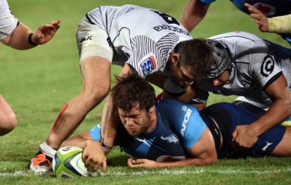 Jan Serfontein scores the Bulls' bonus-point try