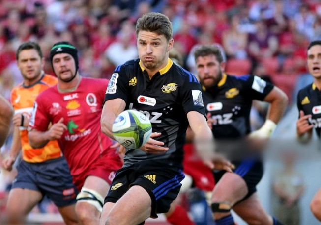 Beauden Barrett of the Hurricanes passes during the round 11 Super Rugby match between the Reds and the Hurricanes at Suncorp Stadium on April 26, 2015 in Brisbane, Australia.