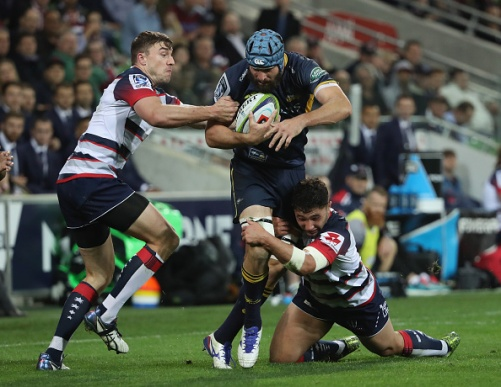 MELBOURNE, AUSTRALIA - MAY 13: Scott Fardy of the Brumbies is challenged by his opponents during the round 12 Super Rugby match between the Rebels and the Brumbies at AAMI Park on May 13, 2016 in Melbourne, Australia. (Photo by Robert Cianflone/Getty Images)