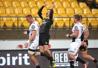 James Marshall (C) of the Hurricanes celebrates after scoring a try during the Super Rugby quarter-final match between South Africa's Coastal Sharks and New Zealand's Wellington Hurricanes at Westpac Stadium in Wellington on July 23, 2016. / AFP / MARTIN HUNTER (Photo credit should read MARTIN HUNTER/AFP/Getty Images)