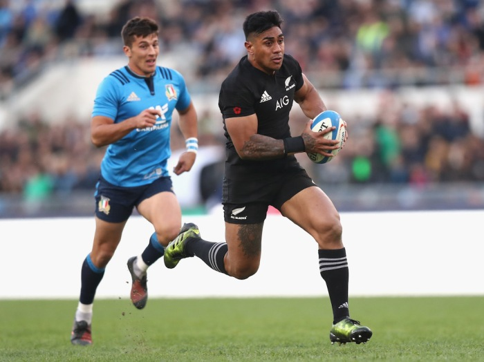 ROME, ITALY - NOVEMBER 12: Malakai Fekitoa of the New Zealand All Blacks heads for a try during the international rugby match between New Zealand and Italy at Stadio Olimpico on November 12, 2016 in Rome, Italy. (Photo by Phil Walter/Getty Images)